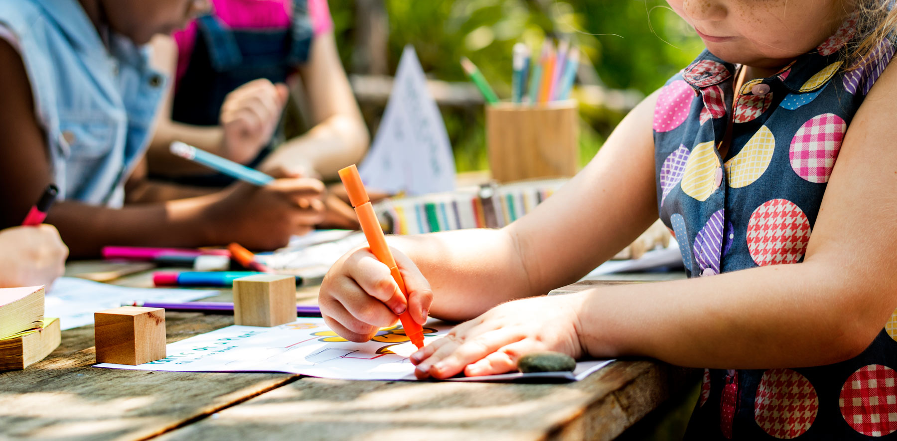 kids doing arts and crafts in the summer